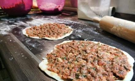 Türkische Lahmacun vom Weber-Grill