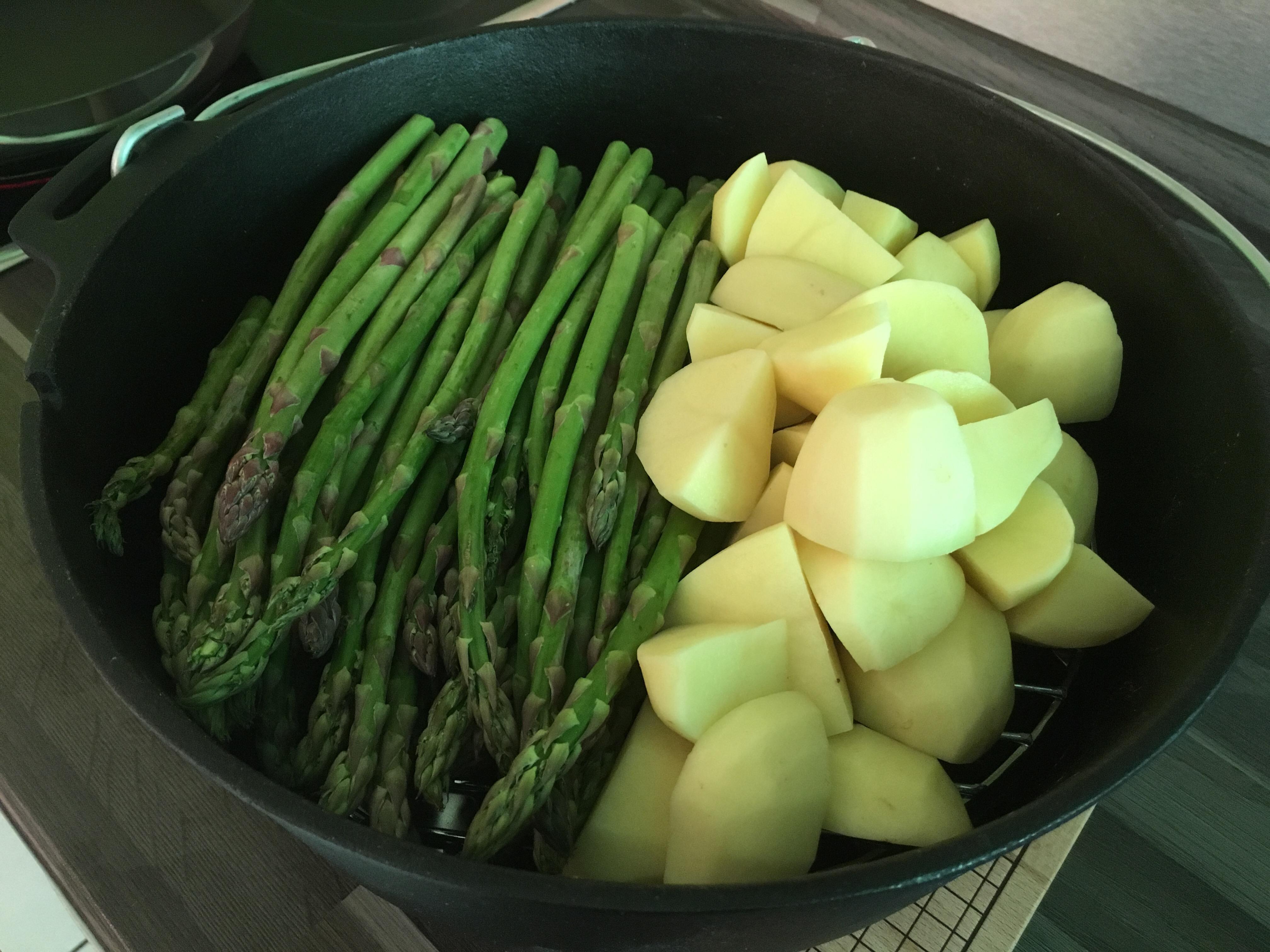 Spagel und Dartoffeln im Dutch Oven